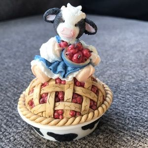 Mary's Moo Moos-Cow pie-A Bright cherry Hello!